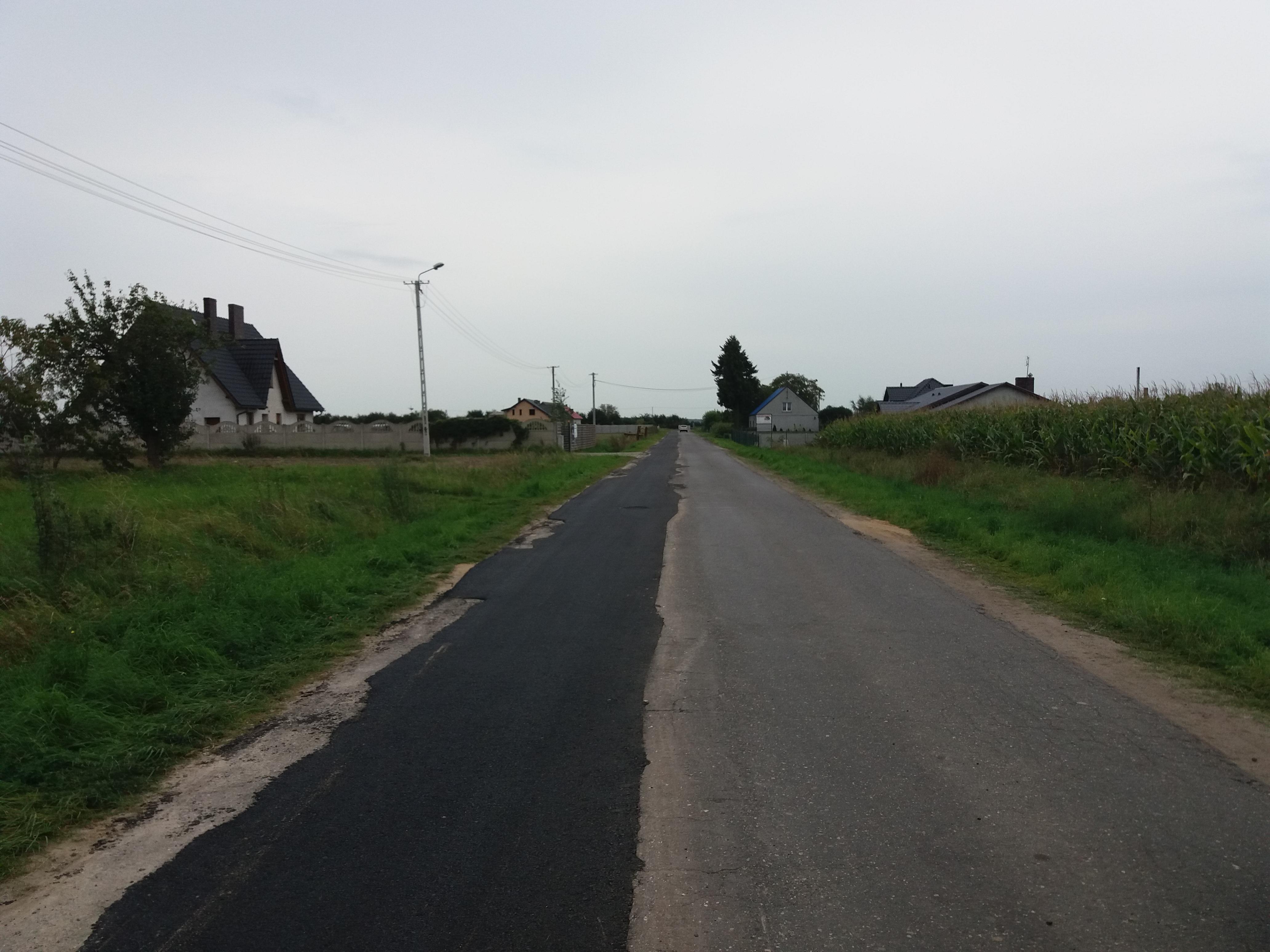 odtworzenia nawierzchni na drodze powiatowej w Dłużynie